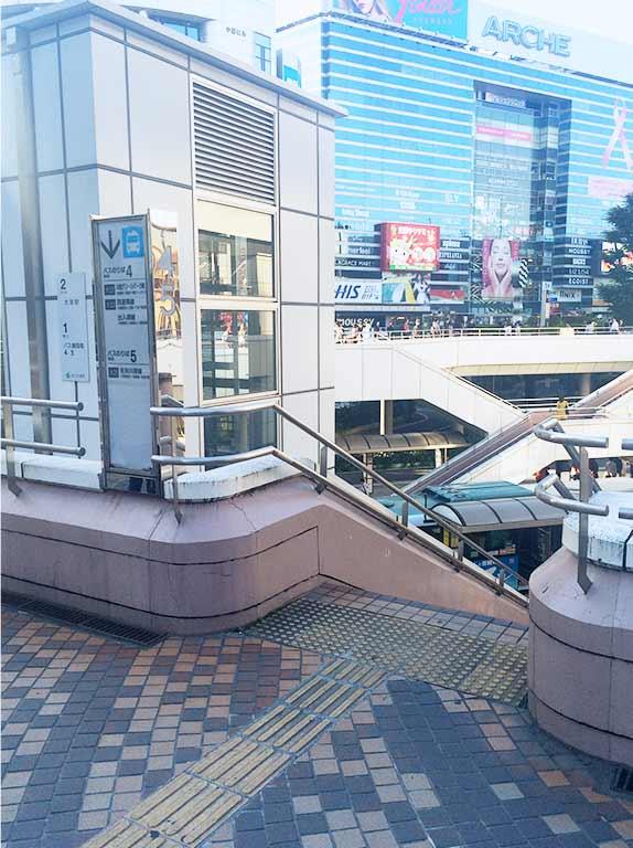 大宮駅からバスのりばまでの写真